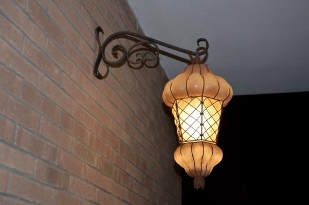Produzione lanterna artigianale veneziana F8 lavorazione vetro di Murano originale
